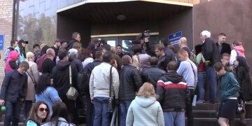 """Жителів """"ДНР"""" з українськими паспортами включать в """"особливий"""" список: """"Або на підвал, або..."""""""