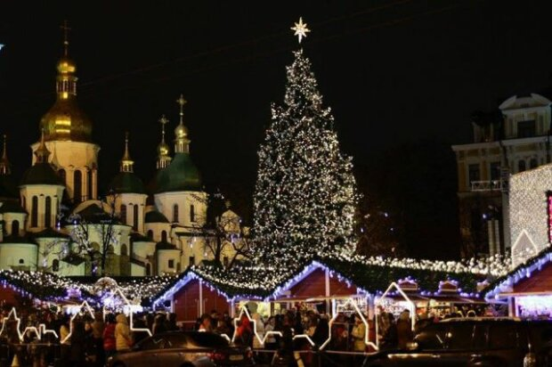 У Києві готуються до установки головної ялинки країни, подробиці святкових приготувань
