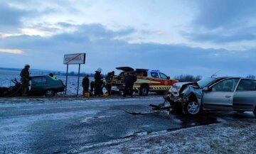 Тіла з салону вирізали рятувальники: аварія сколихнула Харківську область, кадри з місця ДТП
