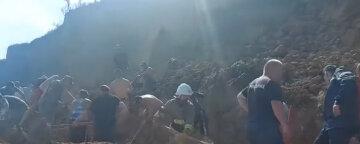 На Одесчине сошел масштабный оползень, под завалами ищут людей: кадры с места происшествия