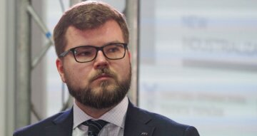 Глава Укрзалізниці з 9 млн зарплати довів українців, прийшов час розплати: перші подробиці