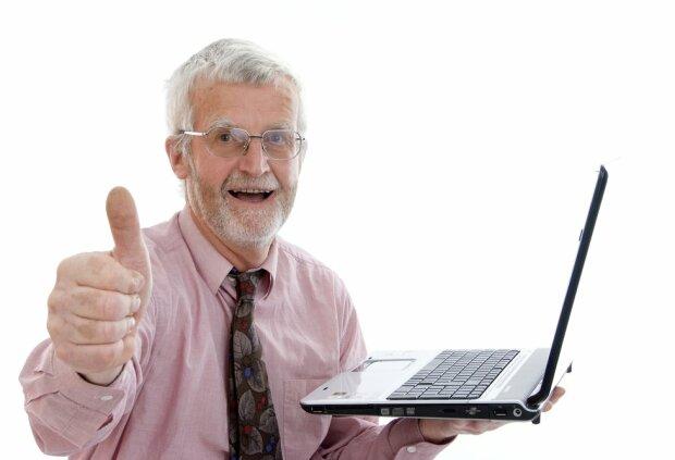 дедушка, ноутбук, ок