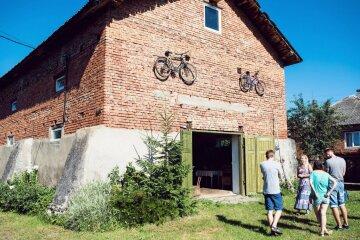 Унікальна велосадиба на Закарпатті вражає мандрівників (фото)