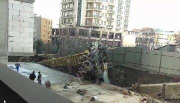 ЧП на стройке в Одессе, многотонная махина рухнула на перекрытие: кадры с места
