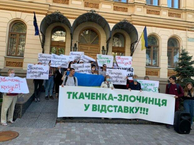 """""""Злочинця у відставку!"""", - активисты призывают отстранить Александра Ткаченко с поста министра"""