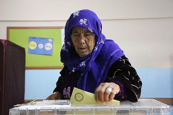 Референдум в Турции: появились первые фото голосования
