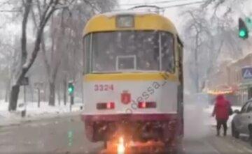 Трамвай з пасажирами загорівся в центрі Одеси: відео з місця НП