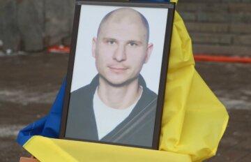 """""""Захищатиме нас на небесах"""": ворожа куля забрала життя бійця ЗСУ, українці в сльозах прощаються з Героєм"""