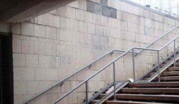 """В Киеве подземный переход затопило кипятком, кадры ЧП: """"коммунальная сауна"""""""