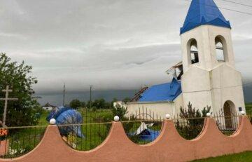 В Одеській області від вітру постраждала церква: фото руйнувань