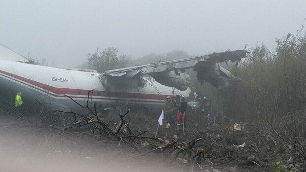 Тіла знаходять на місці катастрофи Ан-12 під Львовом: про що розповів уцілілий, страшні деталі