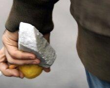 Камень в руке 2
