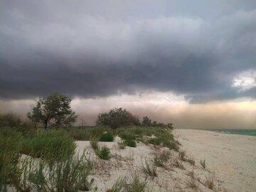 """""""Втекти не встигли"""": піщана буря накрила курорт на Одещині, відео НП"""