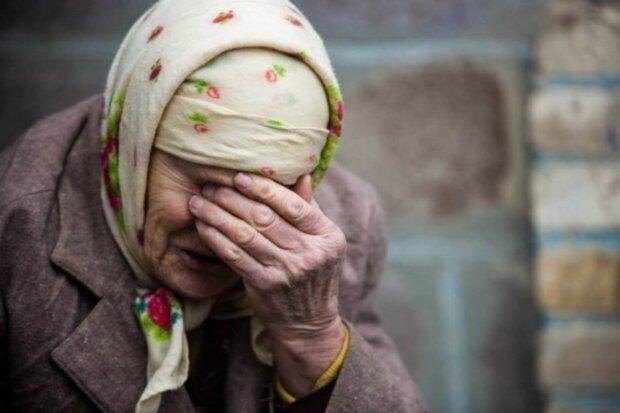 бабушка плачет, отчаяние