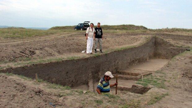 Под Одессой археологи откопали божество: фото невероятной находки