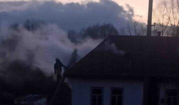 Трагедія під Києвом: з палаючого будинку винесли тіло 5-річної дитини, фото з місця