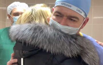 """""""Зупинялося шість разів"""": українка віддала своє серце 30-річному хлопцеві, який був у критичному стані"""