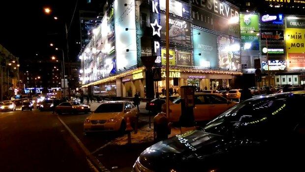 """""""Фонтан, як в Еміратах"""": у центрі Києва прорвало трубу, відео масштабної НП"""