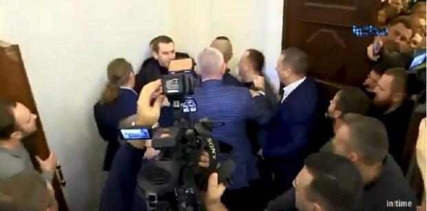 """""""Слуга народа"""" попал в больницу после драки в Раде, открыто уголовное дело: все детали скандала"""