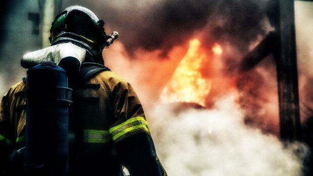 В одному з найбагатших міст світу спалахнув Алмазний хмарочос, в мережі діляться кадрами НП