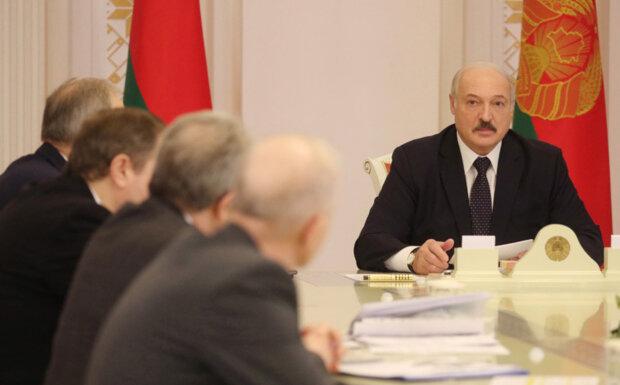 """Ситуация в Беларуси на пределе, против Лукашенко пошло ближайшее окружение: """"Дожмите усатого!"""""""