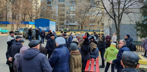 """Жителі Одеси влаштували битву за двір, фото: """"Життя перетворилося на пекло"""""""