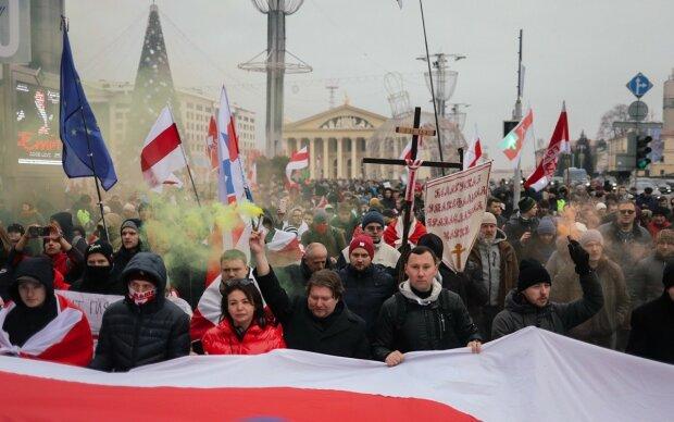Розлючений натовп порвала Путіна в Мінську, білоруський Майдан набирає обертів: вражаючі кадри