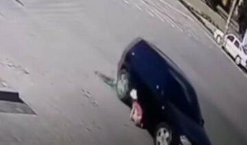 Ездил по ребенку пока его не остановили: водителя, переехавшего 4-летнюю девочку, освободили