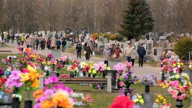 Гробки в Украине: в ПЦУ рассказали, что нужно делать в поминальные дни в период карантина