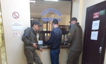 Под Одессой псих напал на девочку возле подъезда: полиция его задержала, но потом отпустила