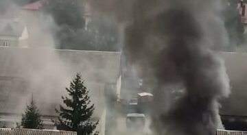 Мощный пожар охватил воинскую часть во Львове: первые кадры с места ЧП