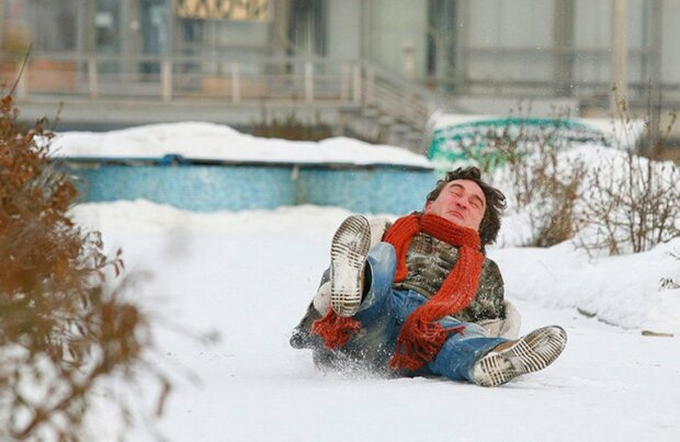 зима упал падение человек гололед