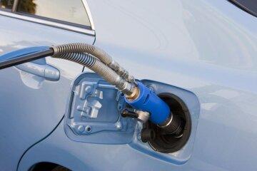 Ціни на паливо впали: чого чекати водіям
