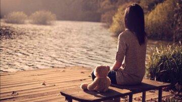 одиночество, девушка, мишка, берег, вода, речка, пруд