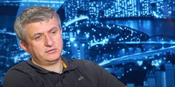 Коли ви плачете і після цього нічого не відбувається, то ви тим самим тільки підкреслюєте слабкість своєї позиції, - Романенко про Україну