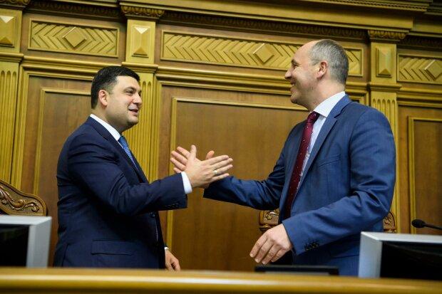 Отставка Гройсмана провалилась с громким треском: как голосовали депутаты из Днепра