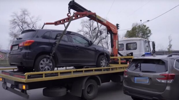 У дніпрян відбирають автомобілі серед білого дня: що відбувається