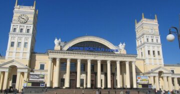 В сети показали, как выглядит вокзал в Харькове в час пик на карантине: невероятные фото