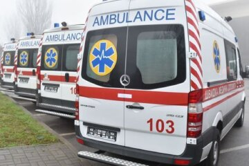 «Много скорых и священник»: в одесскую больницу привезли 14 тяжело больных, фото