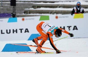 """Спортсмен вразив своїм """"талантом"""" їздити на лижах – відео"""