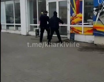 У Харкові замінували пошту і супермаркет, людей евакуювали: кадри з місця