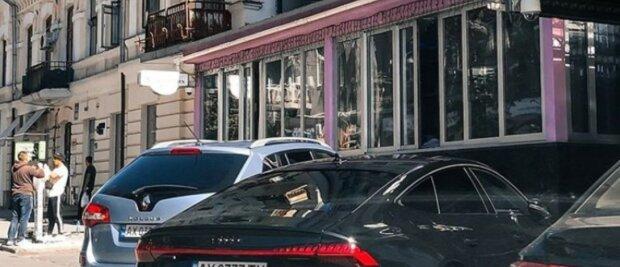 """""""Столько ворюг в стране"""": редчайшее авто на парковке разозлило харьковчан, фото"""