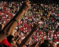 футбол, стадион, фанаты, болельщики, трибуна