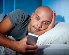 смартфон, мужчина, постель, кровать