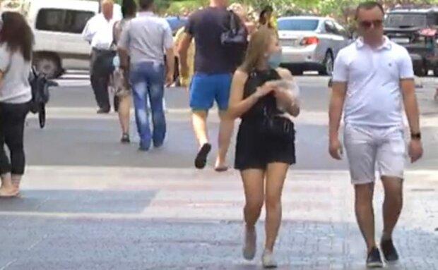 українці в масках, на вулиці, літо