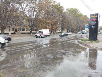 """Масштабний прорив труби в Одесі, кадри НП: """"по вулиці течуть річки"""""""