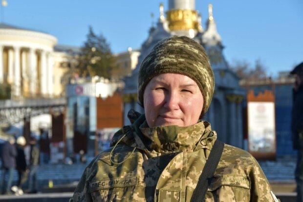 """""""Ви мені всі, як синочки"""": українка прихистила у власному будинку сотні бійців ЗСУ"""