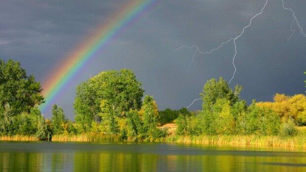 Літа в Україні не передбачається: «Зливи з градом та шквальний вітер»