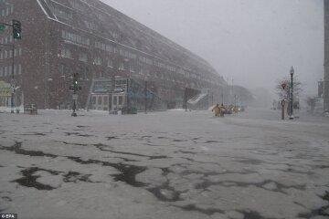 Циклон-бомба уничтожает страну: машины вмерзают в лед, но дальше будет еще хуже