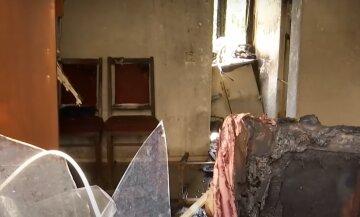 """Взрыв прогремел в жилом доме Днепра, погибла семья: """"Двери сорвало, как картонные"""""""